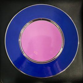 Sieger by Fürstenberg – onderbord 32 cm. – donker blau, lila en zilver
