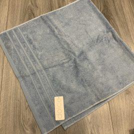 De witte lietear- dolce-blauw-handdoeken