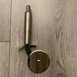 iittala- tools-keukenhulpjes- pizzasnijder